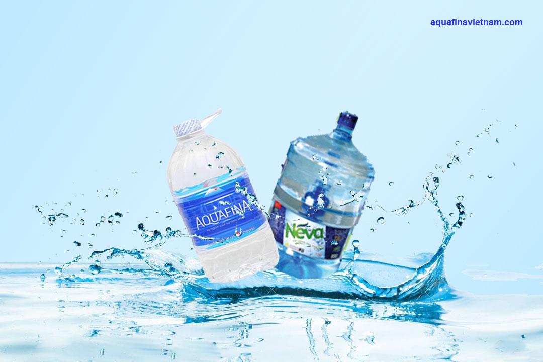 Nên chọn mua nước tinh khiết Aquafina hay Neva?