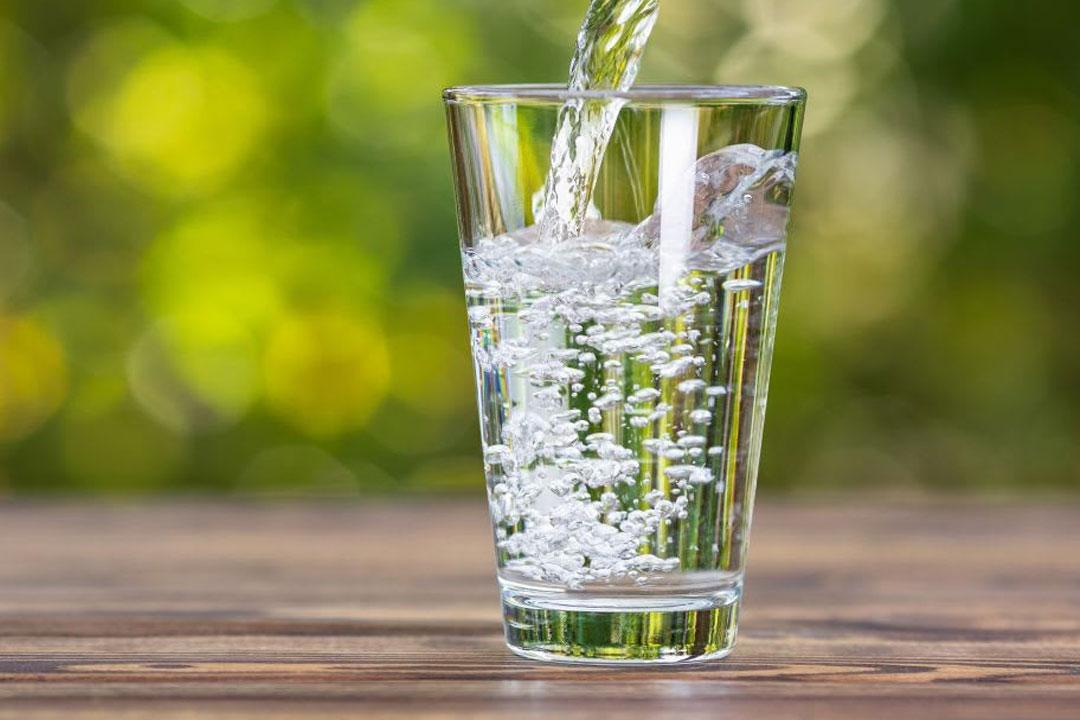 Nước ấm và nước lạnh, thức uống nào có lợi cho cơ thể bạn hơn