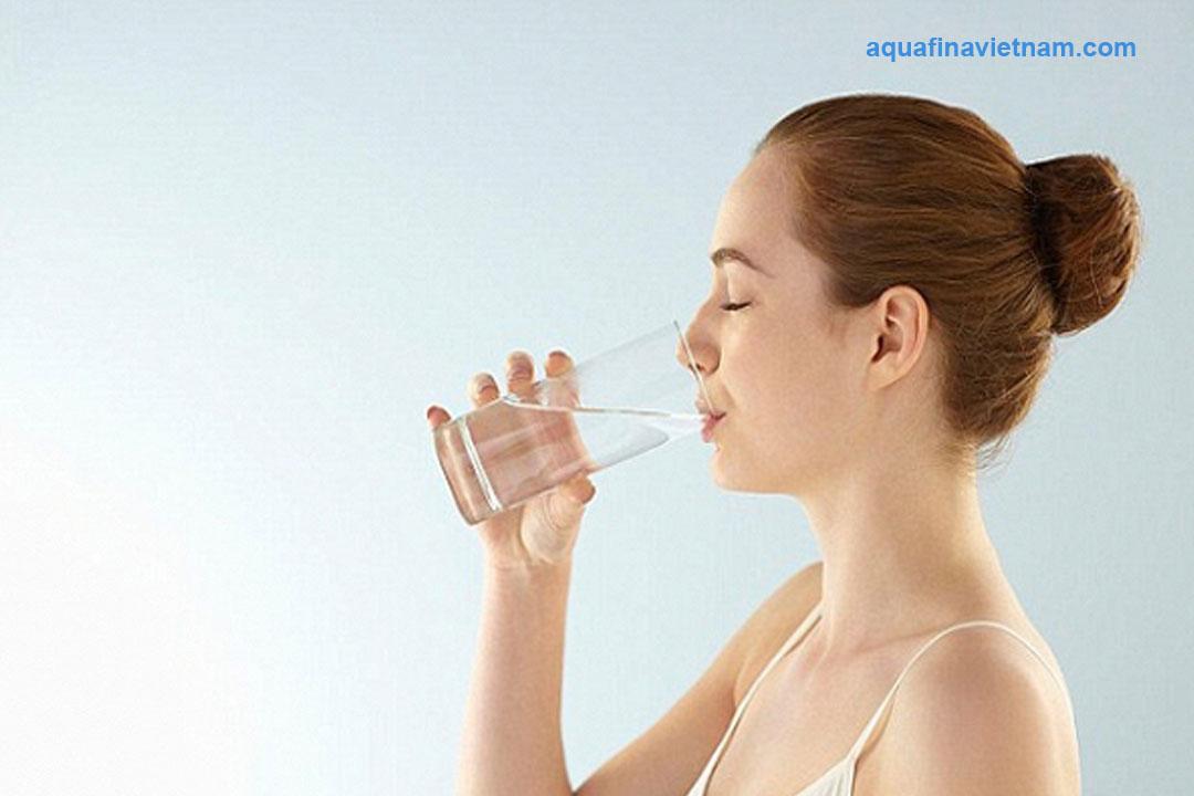 Nước tinh khiết Aquafina và Sawanew khác biệt ra sao?
