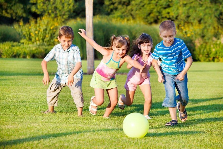 Hạn chế để trẻ chơi dưới nắng nóng